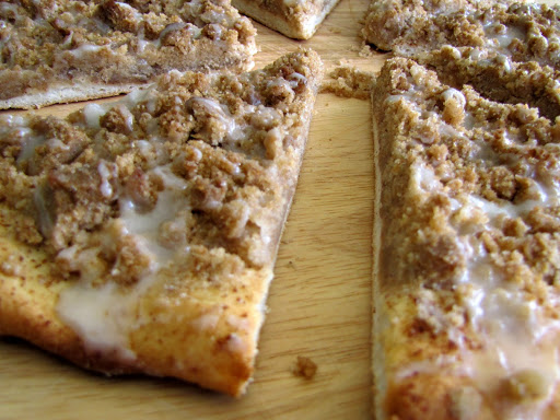 Round Table Pizza Washington State.Godfather S Cinnamon Streusel Dessert Pizza Rumbly In My Tumbly