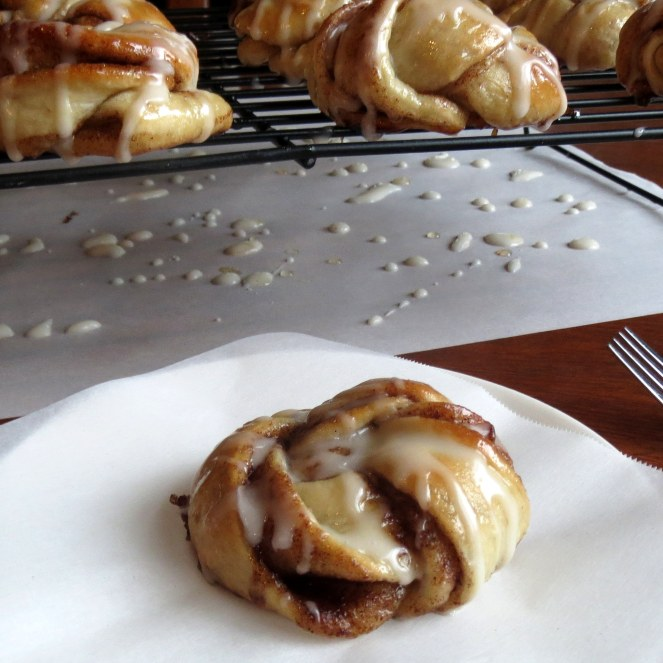 Easy Cinnamon Twist Knots I Rumbly in my Tumbly