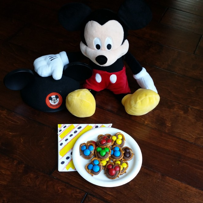 "Mickey Mouse ""Take 5 Bar"" Chocolate, Caramel, Peanut Butter Pretzel Bites"