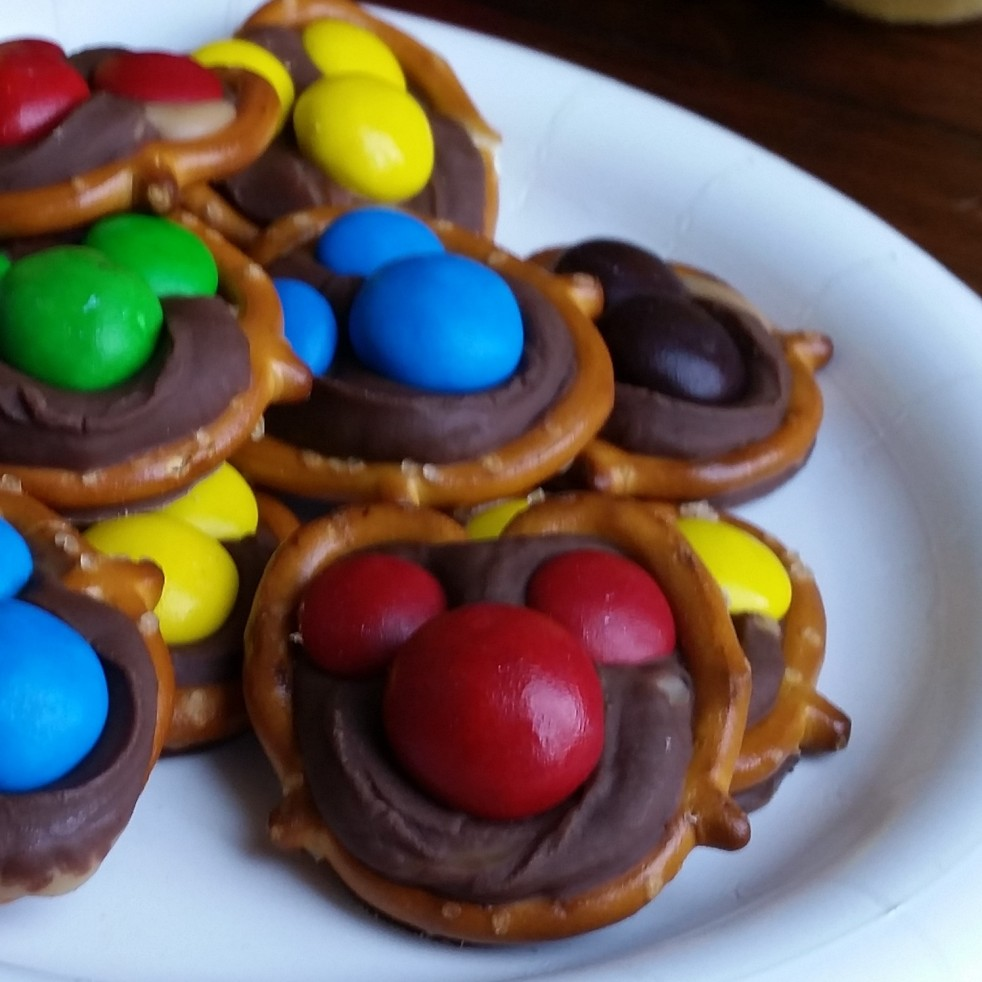 "Mickey Mouse ""Take 5 Bar"" Chocolate, Caramel, Peanut Butter Pretzel Bites"