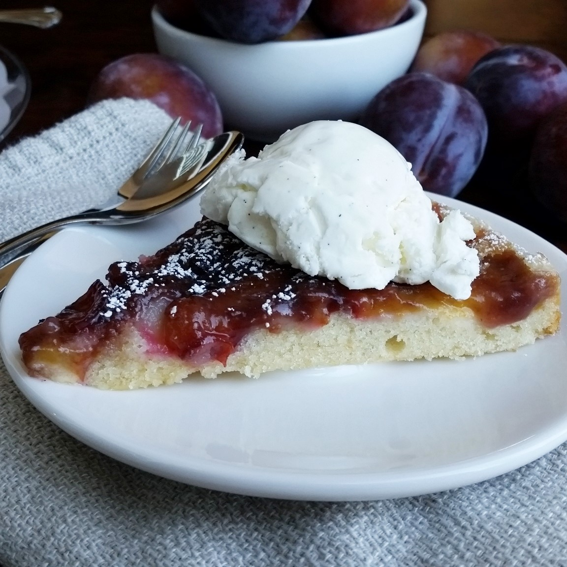 Plum Upside Down Cake – Rumbly in my Tumbly