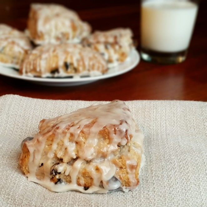 Simple Cinnamon Raisin Scones by Rumbly in my Tumbly