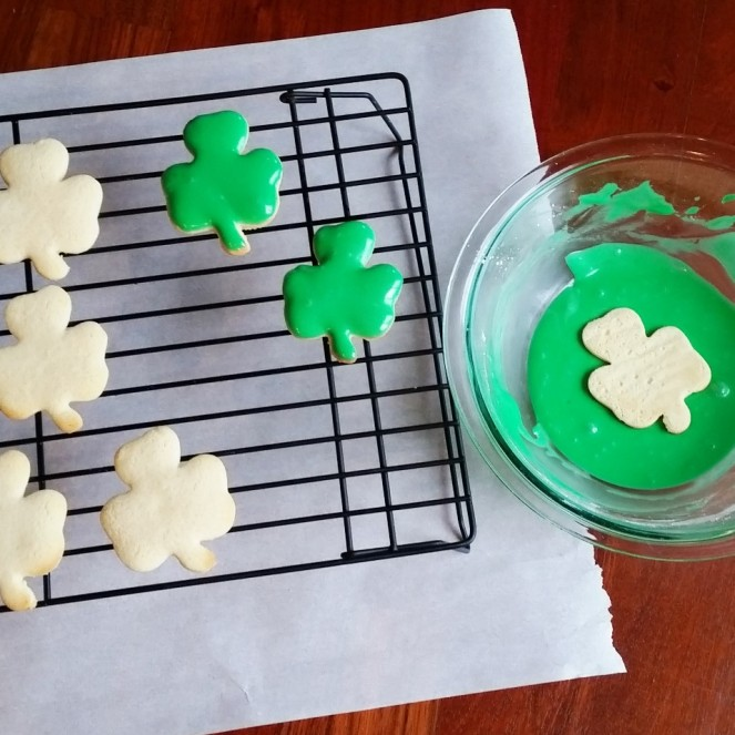 Shamrock Cookies for St. Patrick's Day by Rumbly in Tumbly