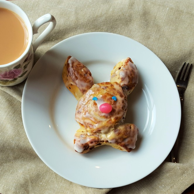 Cinnabunnies using refrigerated cinnamon rolls and Brach's Jelly Beans - by Rumbly in my Tumbly