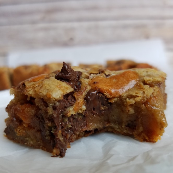 Butterfinger Blondies by Rumbly in my Tumbly