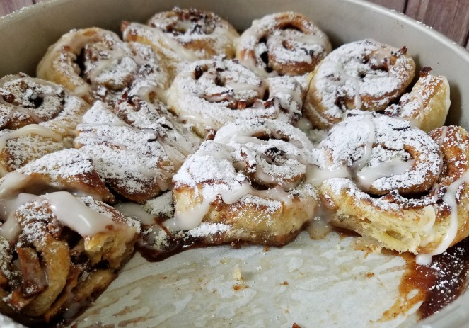 Apple Pie Cinnamon Rolls (using frozen puff pastry) by Rumbly in my Tumbly