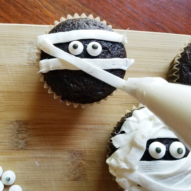 Halloween Mummy Cupcakes by Rumbly in my Tumbly