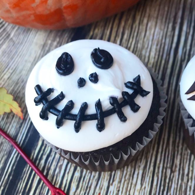 Black and White Halloween Cupcakes {3 ways}