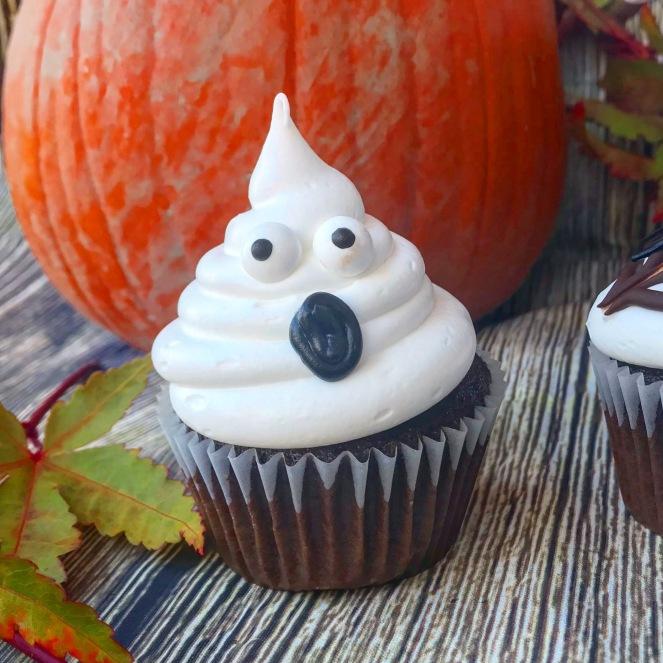 Black and White Halloween Cupcakes {3 ways}